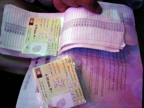 Фальшивые удостоверения выборщиков в Афганистане. Архив