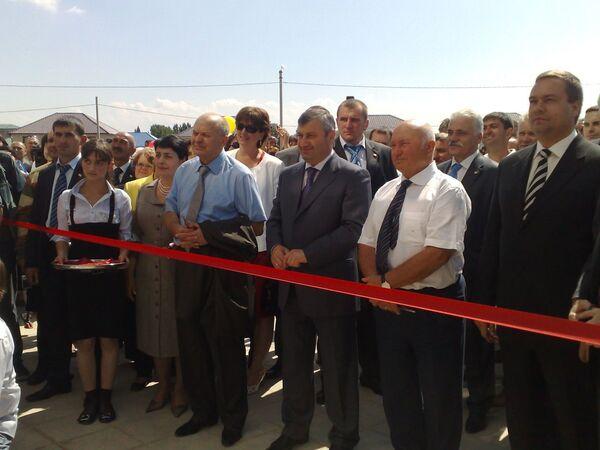 Президент Южной Осетии и мэр Москвы открыли школу №1 в Цхинвали