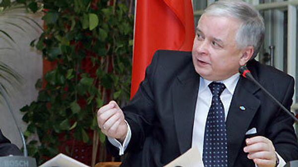 Качиньский продал сломанную на подписании Лиссабонского договора ручку