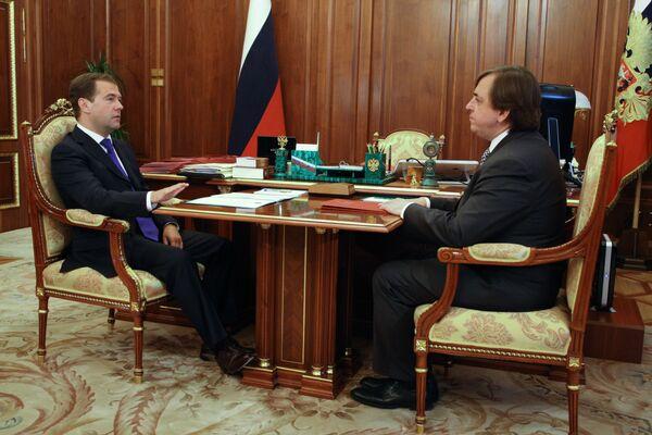 Медведев учредил должность уполномоченного по правам ребенка