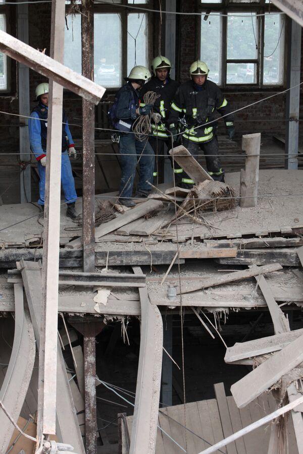 Четвертый пострадавший извлечен из-под завалов парковки в Москве
