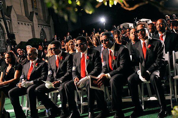 Члены семьи Джексонов во похорон Майкла Джексона