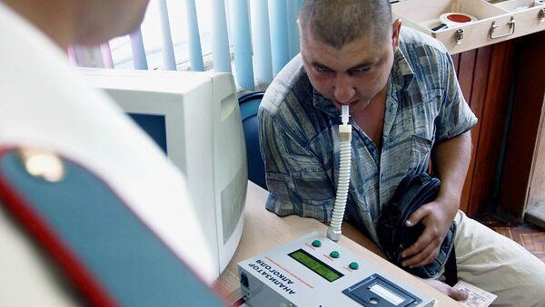 Проверка водителя на содержание алкоголя в крови