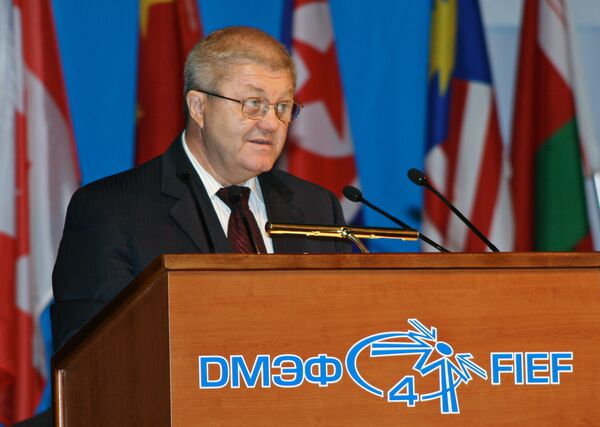 Александр Ананенков во время выступления на четвертом Дальневосточном международном экономическом форуме