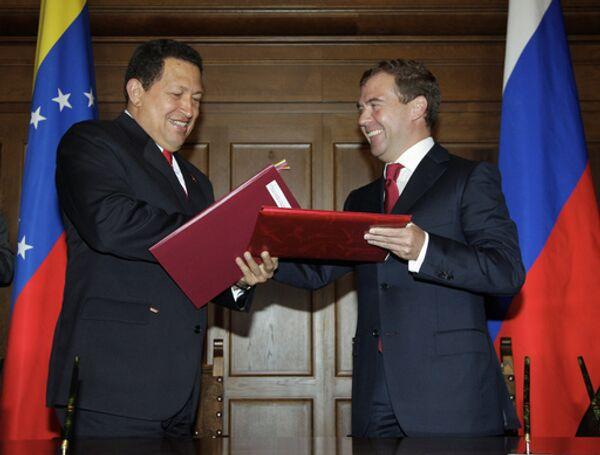 Россия готова поставлять танки Венесуэле - Медведев