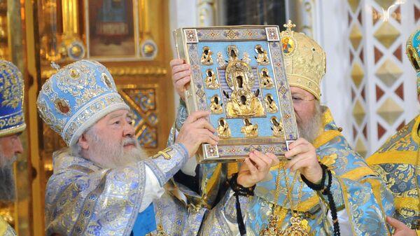 Чудотворная икона Божией матери Знамение Курская Коренная, вывезенная из России в годы революции, доставлена из Нью-Йорка в Москву