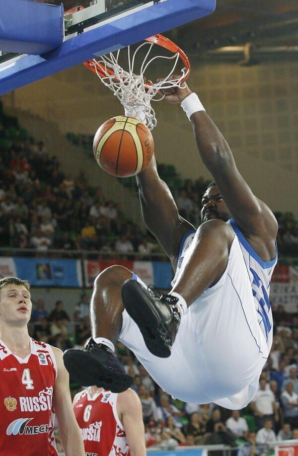 Центровой сборной Греции по баскетболу Софоклис Схорцианитис