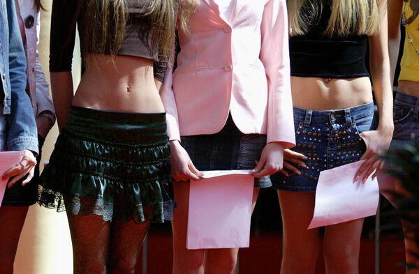 Адепты мини-юбки от Твигги до Пэрис Хилтон