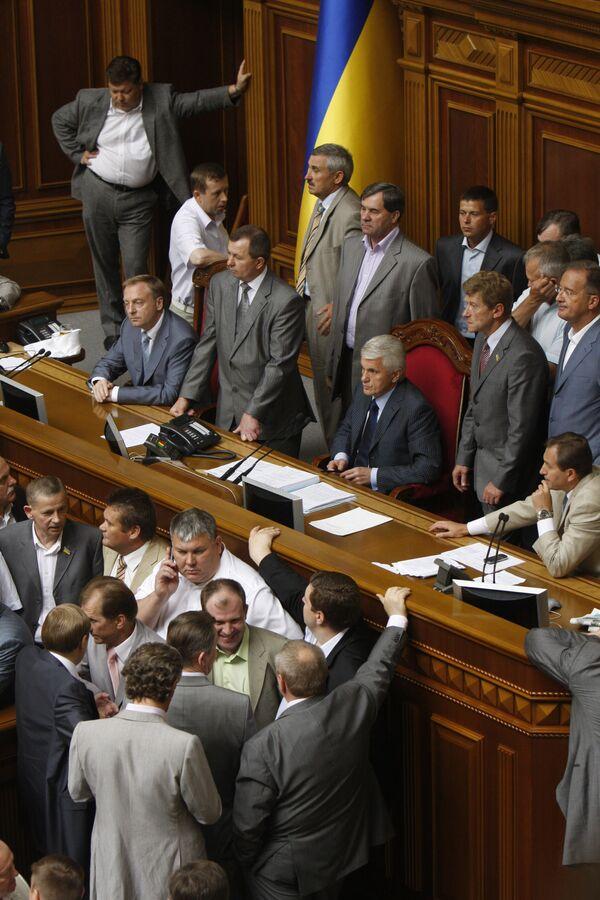 Депутаты от Партии регионов блокируют работу Верховной Рады Украины