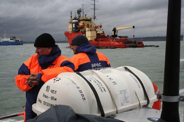 Судно с глубоководными аппаратами и водолазами вышло в район падения Ту-142