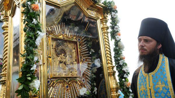 Божественная литургия по случаю 450-летия явления чудотворной Почаевской иконы Божией Матери