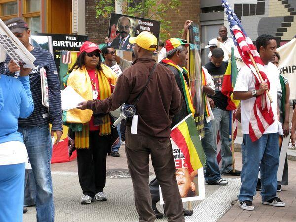 Около 200 человек готовятся пройти маршем в центр Питтсбурга