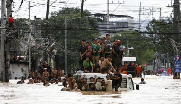 Число жертв наводнения на Филиппинах достигло 240