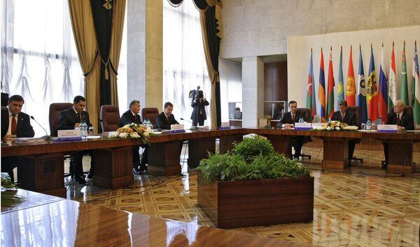 Медведев примет участие в саммите СНГ в Кишиневе 9 октября