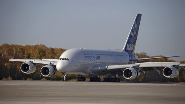 Пассажирский лайнер Airbus A380, архивное фото