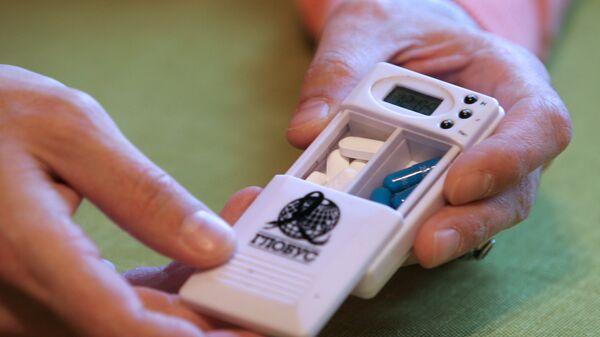 Контейнер с АРВТ (Антиретровирусные препараты). Архивное фото