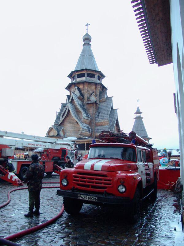 Тушение пожара в торгово-выставочном комплексе Вернисаж в Измайлово