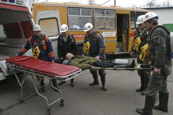 Горноспасатели ликвидируют аварию на шахте. Архив