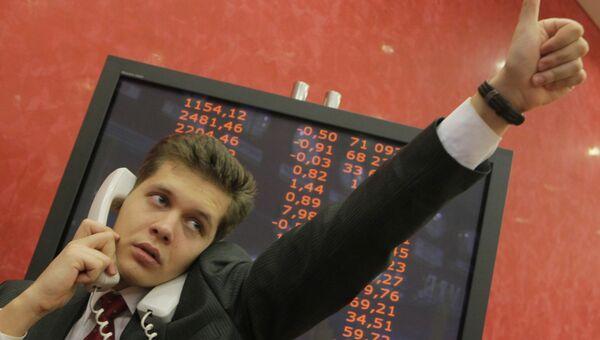 Рынок акций РФ начал торги четверга небольшим ростом индексов