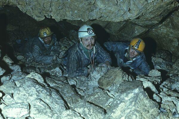 Четырех спелеологов завалило в пещере в Пермском крае
