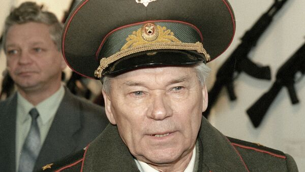 Конструктор стрелкового оружия Калашников на праздновании 190-летия завода Ижмаш