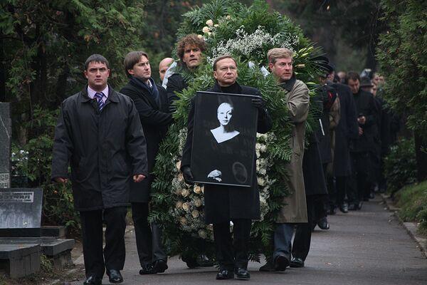 Похороны Алены Бондарчук