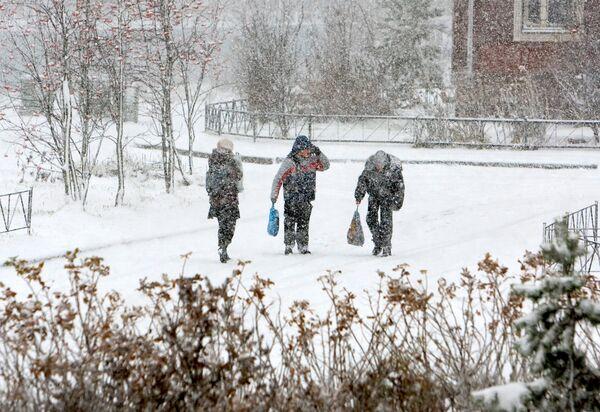 Мощный снежный циклон обрушил на Колыму месячную норму снега