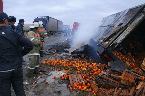 Столкновение автобуса и КАМАЗа на трассе в Дагестане