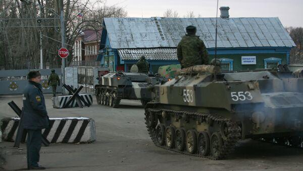 Обстановка у складов боеприпасов воинской части. Архивное фото