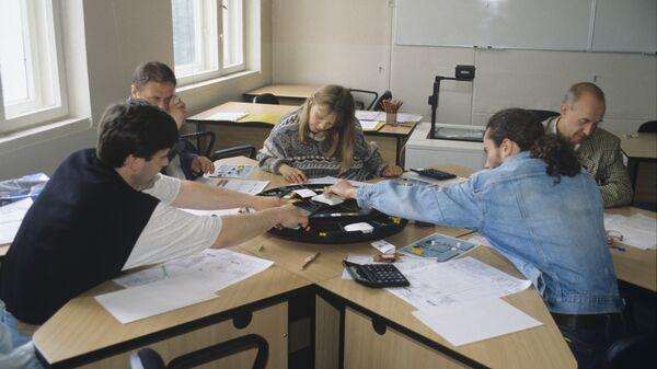 Около 350 тысяч россиян потеряют работу за последние три месяца года