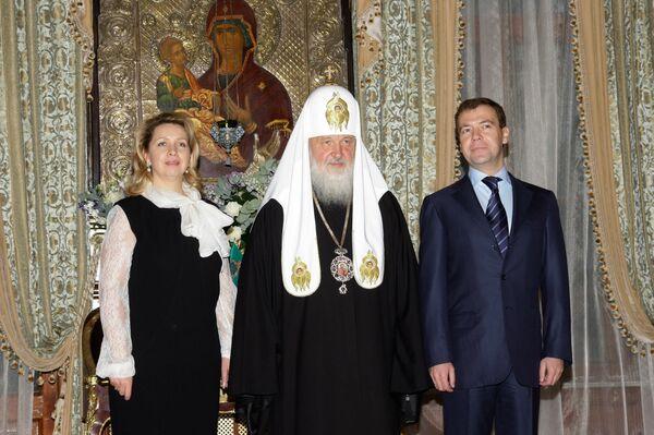 Президент РФ Дмитрий Медведев поздравил патриарха Московского и всея Руси Кирилла с 63-летием