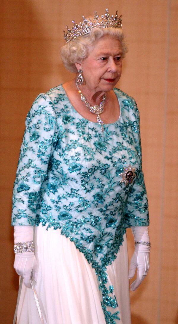 Королева Великобритании Елизавета II на официальном приеме во время государственного визита в Тринидад и Тобаго