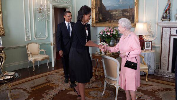 Президент США Барак Обама с супругой Мишель во время встречи с королевой Великобритании Елизаветой II