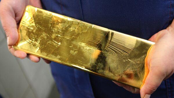 Слиток золота. Архивное фото