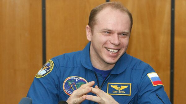 Российский космонавт Олег Котов на первой послеполетной пресс-конференции в Звездном городке