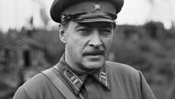 Народный артист СССР Вячеслав Тихонов в сцене из фильма Фронт в тылу врага