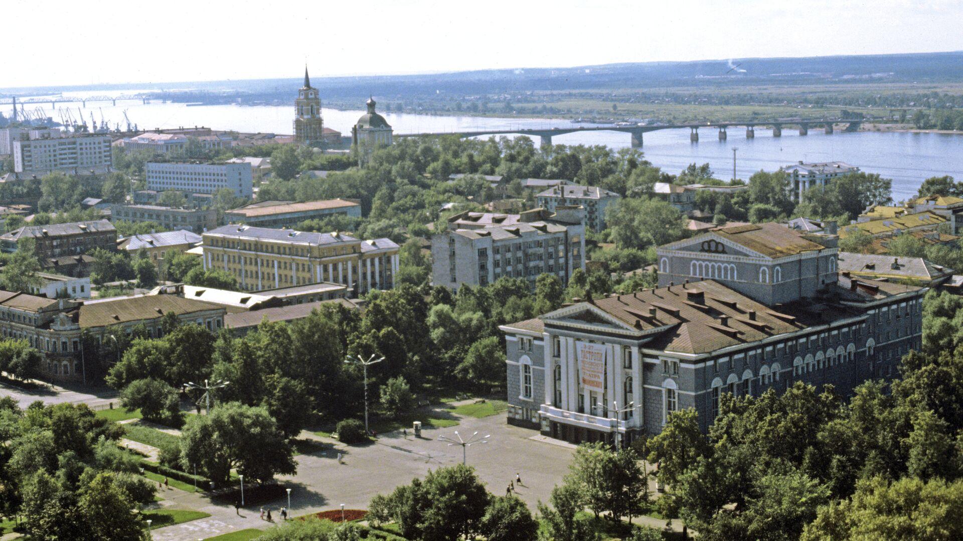 Вид на Пермский театр оперы и балета и на реку Каму - РИА Новости, 1920, 30.07.2021