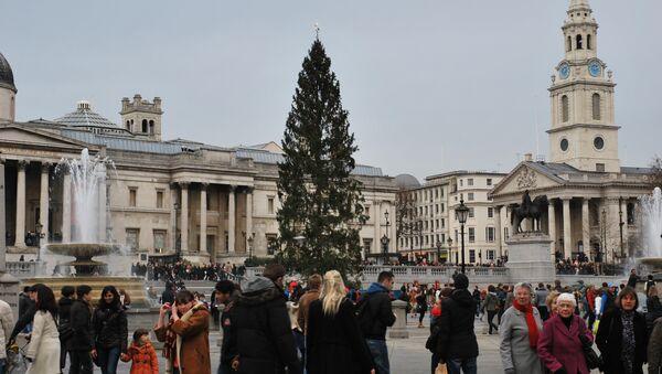 Главная рождественская елка Великобритании, установленная на Трафальгарской площади Лондона