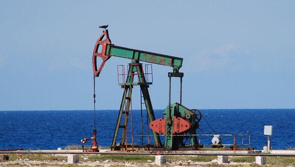 Нефтяные скважины близ района Бока де Харуко. Архив