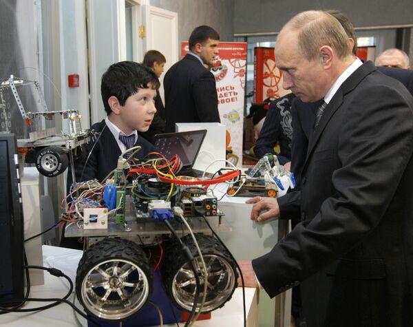 Премьер-министр РФ Владимир Путин посетил молодежный инновационный конвент
