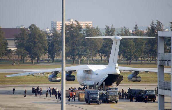 Самолет с оружием задержан в Таиланде