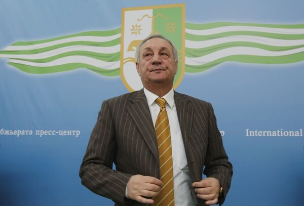 Действующий президент Сергей Багапш выиграл выборы главы республики в первом туре