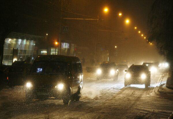 Власти Москвы просят воздержаться от поездок на авто из-за снегопада
