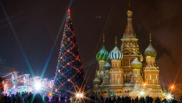 Президент, премьер и депутаты считают Новый год семейным праздником