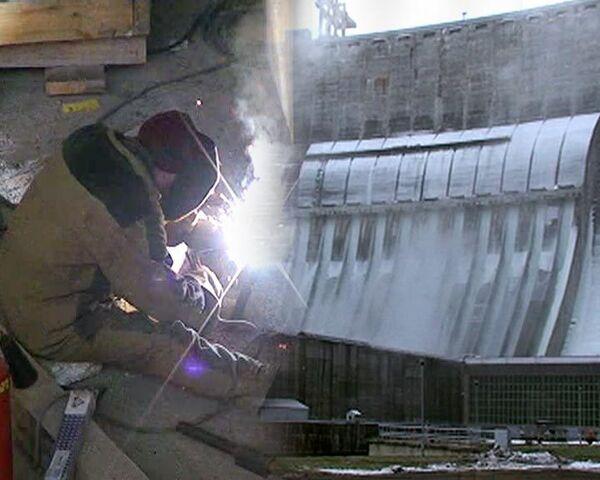 Восстановительные работы на СШ ГЭС спустя четыре месяца после аварии