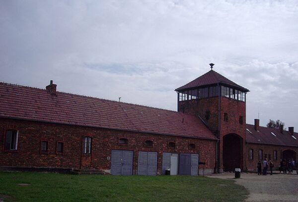 За помощь в поимке похитителей таблички в Освенциме обещаны $1,8 тысяч