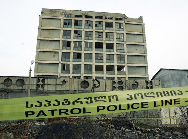 В Тбилиси обрушилась часть 8-этажного здания