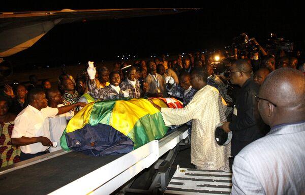 Тела погибших при обстреле автобуса сборной Того