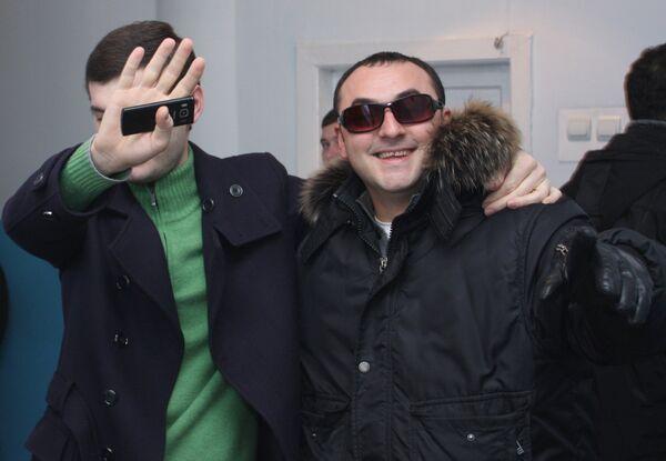 Наблюдатели из Грузии на избирательном участке в Донецке