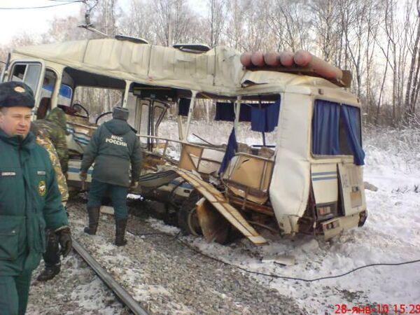 Локомотив столкнулся с рейсовым автобусом в Рязанской области, шестеро погибших
